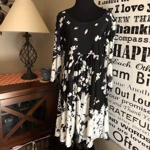 🔥Cute long sleeved black & white dress sz XL NWT